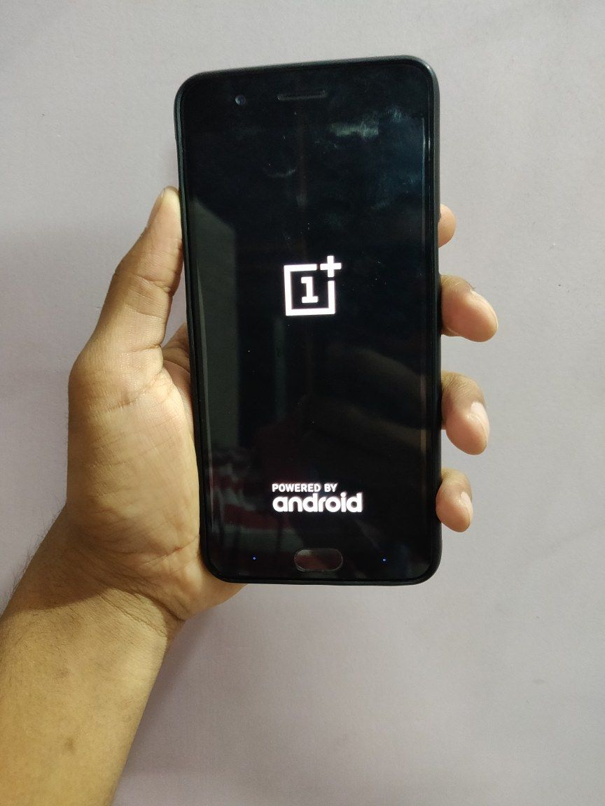 my OnePlus 5 is stuck at OnePlus logo and restarting again