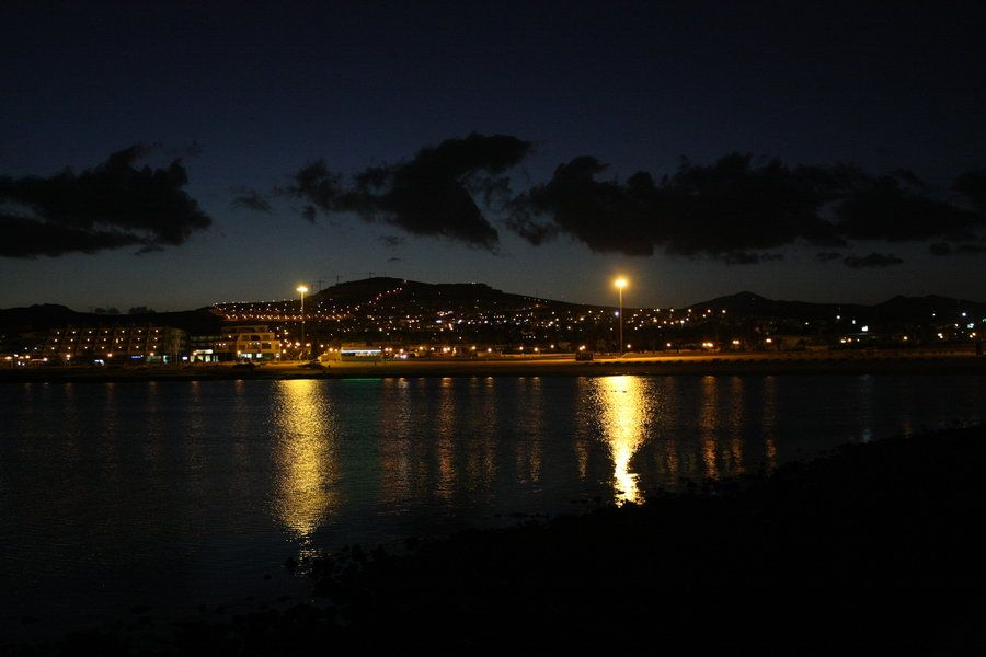 caleta_de_fuste_at_night.jpg