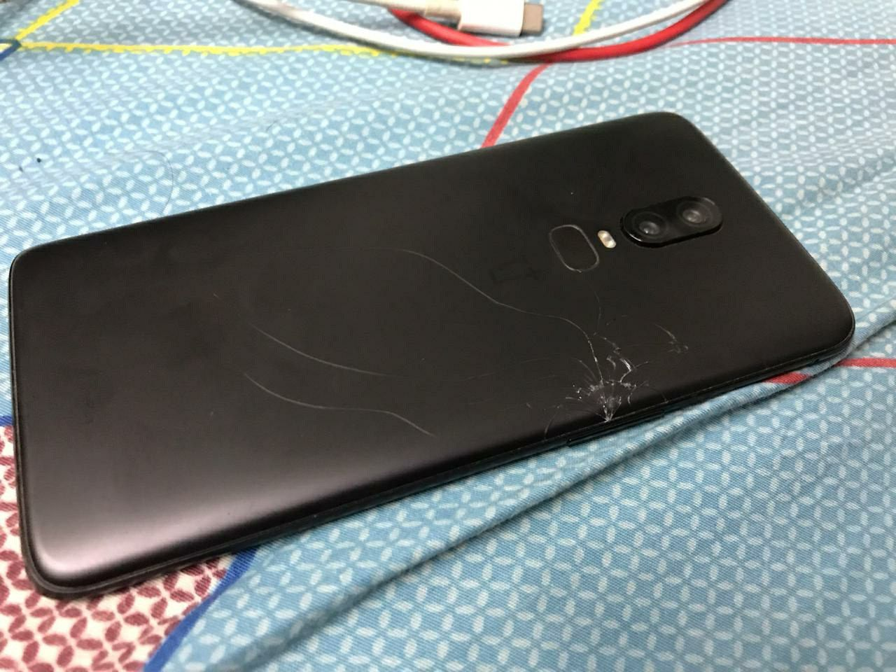 online retailer 2d950 201d6 Oneplus 6 back glass panel cracks automatically! - OnePlus Community