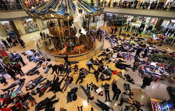 Die-In-In-Chesterfield-Mall-01-01.jpeg